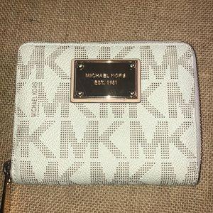 Michael Kors Vanilla ZIP Around wallet NWT